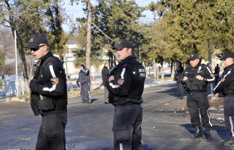 изведоха-от-лагера-в-харманли-20-мигранти-участвали-в-бунта-40058.jpg