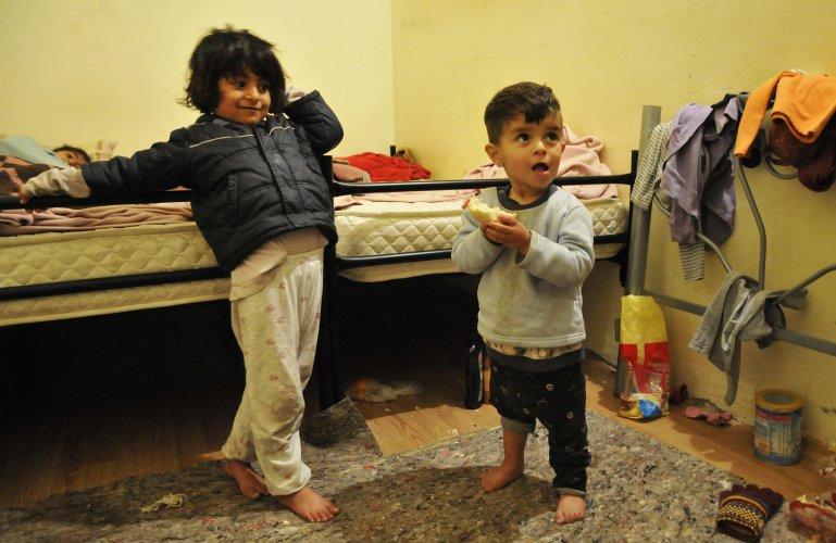 изведоха-от-лагера-в-харманли-20-мигранти-участвали-в-бунта-40062.jpg