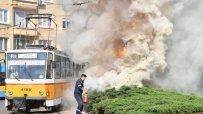 скъсана-жица-на-трамвай-предизвика-голям-пожар-на-паметника-левски-46099.jpg