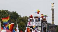 хиляди-танцуват-в-берлин-в-подкрепа-на-правата-на-гейовете-и-лесбийките-47397.jpg