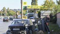 автомобил-се-удари-в-колонка-за-газ-на-метри-от-бензиностанция-48936.jpg