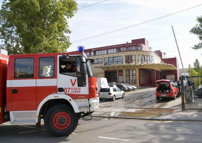 сигнал-за-пожар-в-печатница-вдигна-на-крак-шест-екипа-на-пожарната-49750.jpg