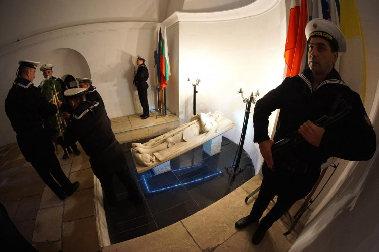 варна-се-поклони-на-героите-загинали-в-битката-през-1444-година-51007.jpg