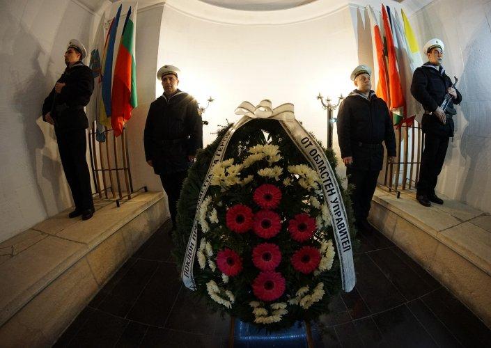варна-се-поклони-на-героите-загинали-в-битката-през-1444-година-51009.jpg