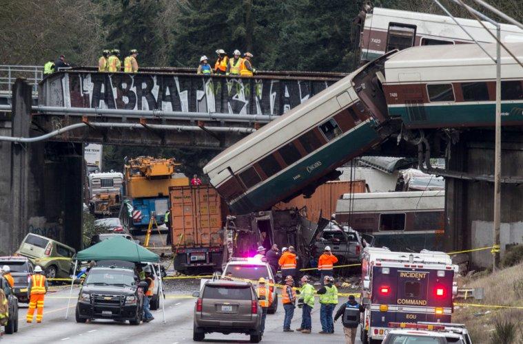 трима-загинали-при-дерайлирането-на-влака-в-щата-вашингтон-52329.jpg