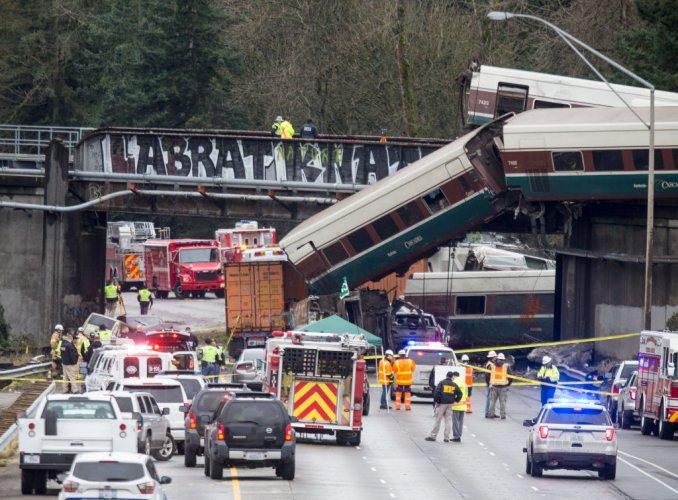 трима-загинали-при-дерайлирането-на-влака-в-щата-вашингтон-52331.jpg