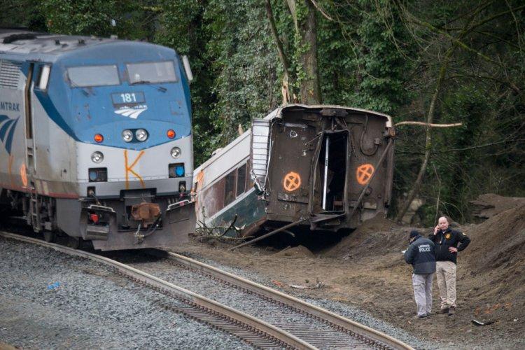трима-загинали-при-дерайлирането-на-влака-в-щата-вашингтон-52332.jpg