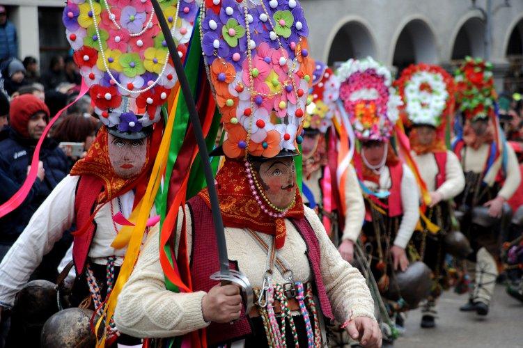 кукерски-фестивал-се-проведе-в-широка-лъка-54891.jpg
