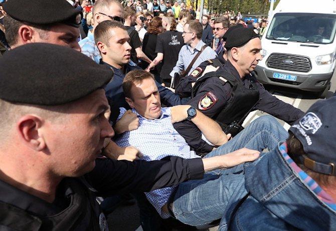 навални-и-около-1350-негови-поддръжници-са-арестувани-по-време-на-протестите-в-русия-57245.jpg