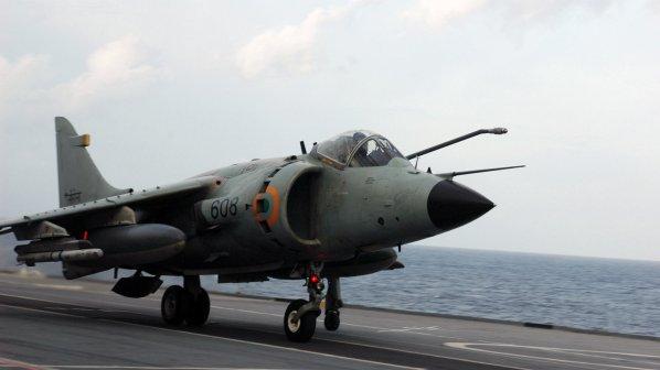 Кадафи бомбардира от въздуха Мисрата. НАТО проспа атаката