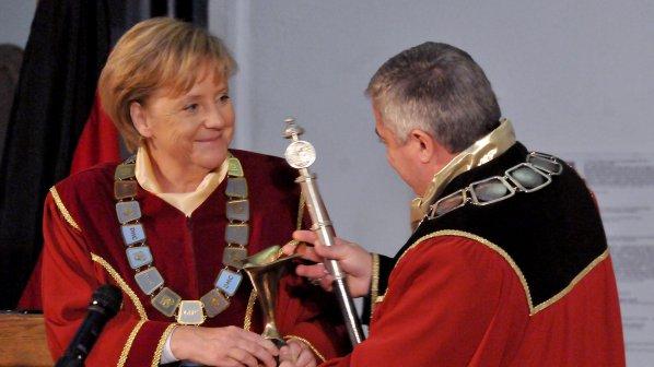 Меркел: Проблемът на ЕС не е в еврото