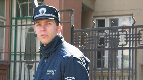 """Честни полицаи вкарват """"на топло"""""""