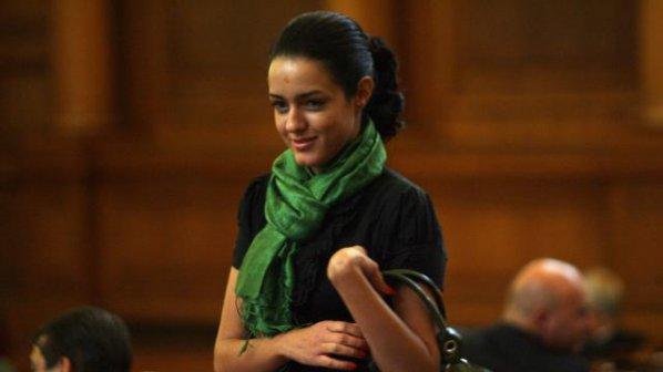 Калина Крумова без бельо в парламента?