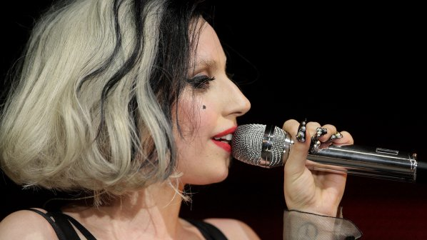 Лейди Гага: Не правете секс!