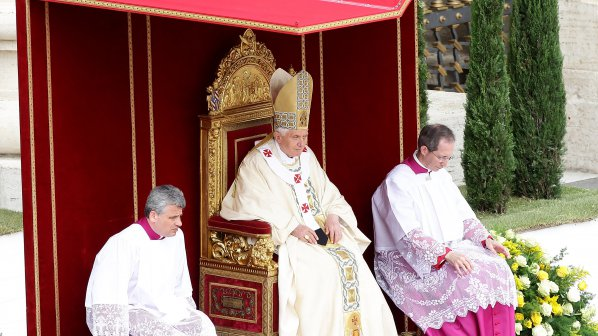 Папа Бенедикт XVI: Не забравяйте как нацистите избиваха ромите