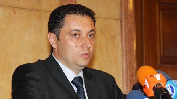 Янев към Цачева: Опасно е да играете щит на Борисов