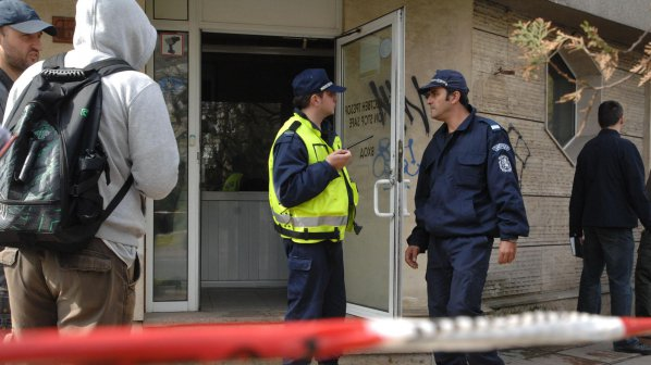 Маскирани ограбиха офис, зарязаха охраната на черен път