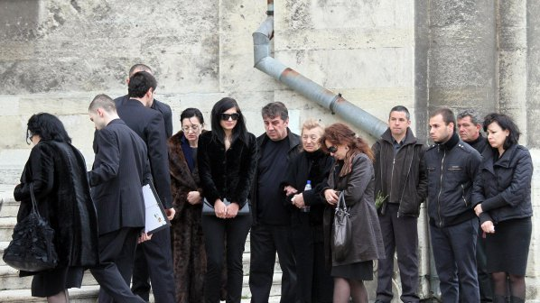 Погребаха убитата в Борисовата градина Яна