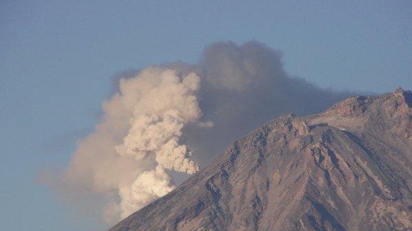 Пепел на 7 км височина изхвърли вулкан в Камчатка