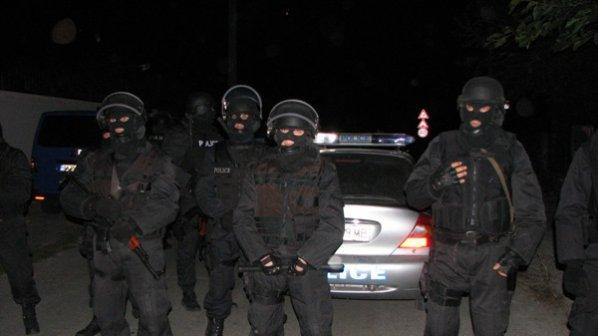 Въоръжени до зъби полицаи в Катуница, хора на Цар Киро убиха момче