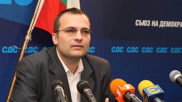 Гласуват вот на доверие на Мартин Димитров