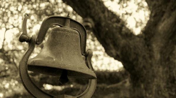 В Търново се лекуват с камбанен звън