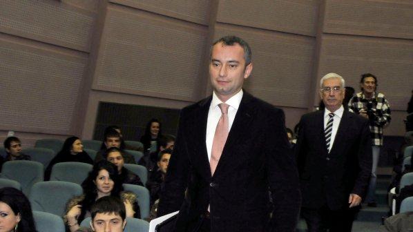 Посланици - ченгета осъдиха Външно министерство