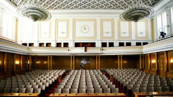 Парламентът удължи заседанието до гласуване на мораториум за шистовия газ