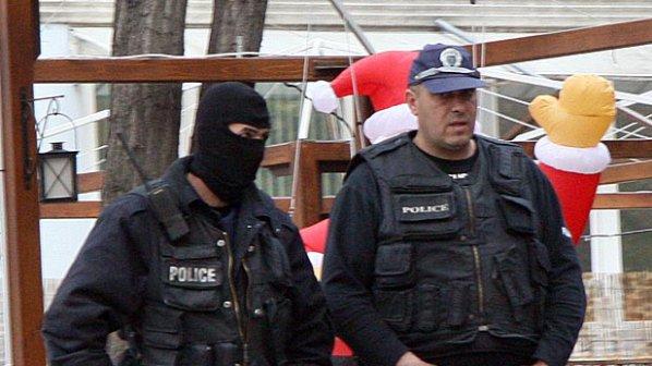 """Полицаи с качулки нахлуха в дома на жена, създала ФБ група """"Аз няма да гласувам за Бойко Борисо"""