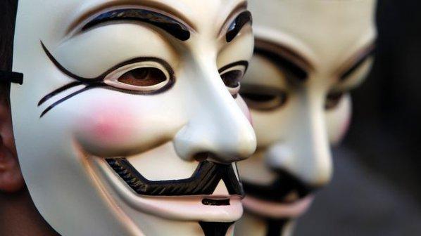 """""""Анонимните"""" атакуват УЕФА"""