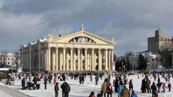 Беларуски проститутки чистят снега по улиците