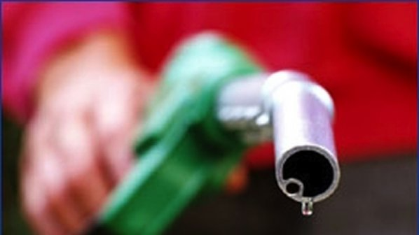 Бензинът достигна историческата цена от 2,61 лева за литър