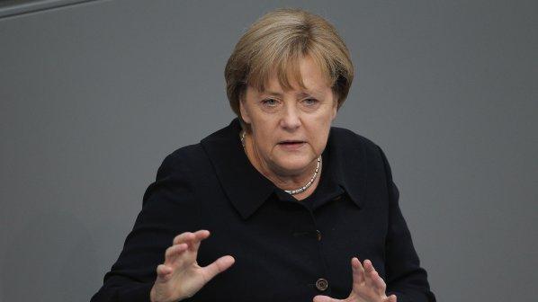 Ангела Меркел: Гърция да остане в еврозоната