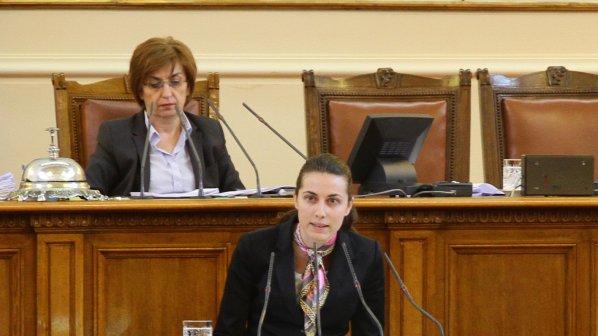 Деница Гаджева: Партията на Капка е партия на гадачки