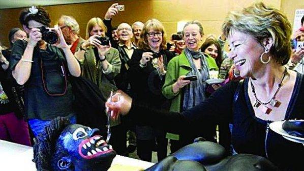 Министърка наряза с нож негърка