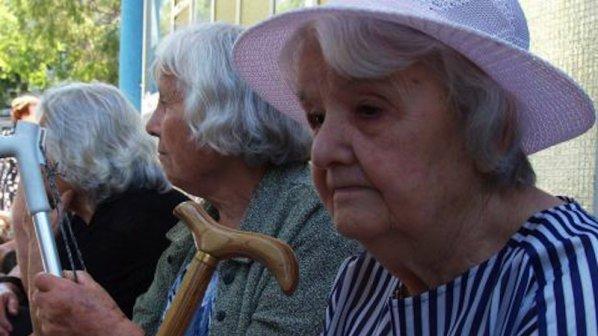 736 000 пенсионери ще получат повишение на пенсиите от първи юни