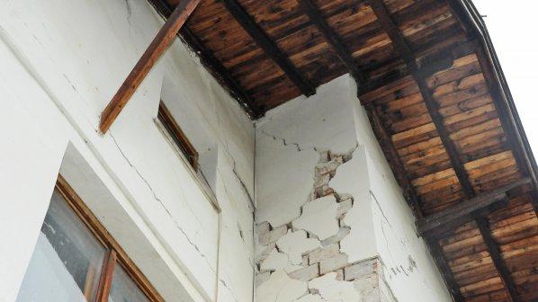 Инженери искат 17 000 лв. за оглед на напукани блокове в Перник