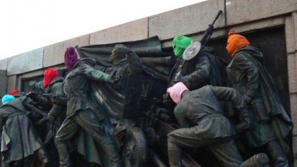 Сложиха на Паметника на Съветската армия качулки на Pussy Riot