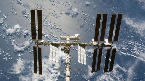"""Инженери от МКС излязоха на """"космическа разходка"""""""