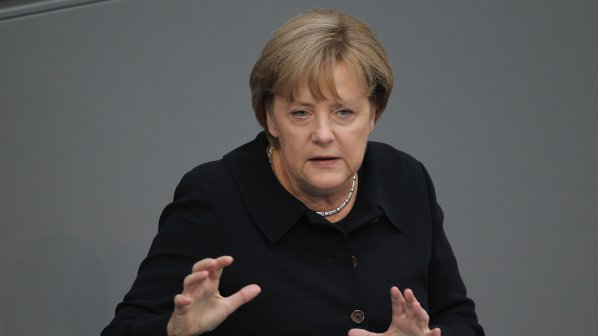 Ангела Меркел: Отписваме гръцки дългове