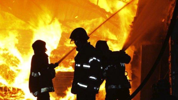 Пожар изпепели склад за билки
