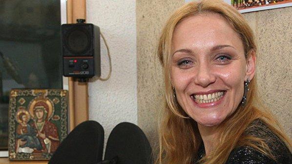 Побесняла зрителка налетя на Койна Русева на сцената