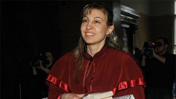 Прокуратурата мълчи за случая с Лара, прати журналистите да гледат филми (видео)