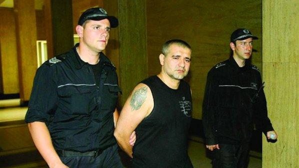 Цигани пребили Тишо Боксьора в килията му