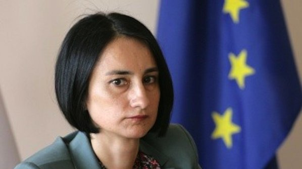 Костадинова: Социалният кабинет не може да направи реформа в политиката по доходите