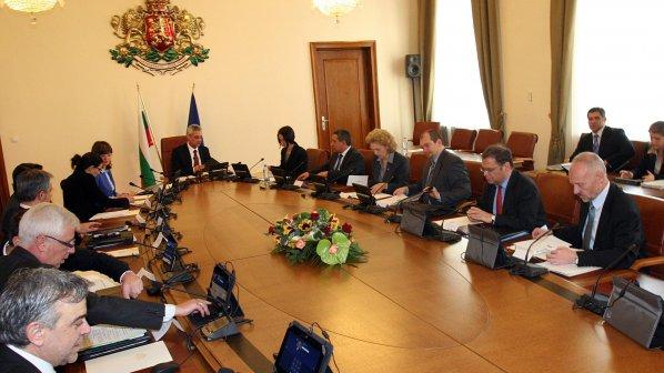 Седем министри на ръба на закона