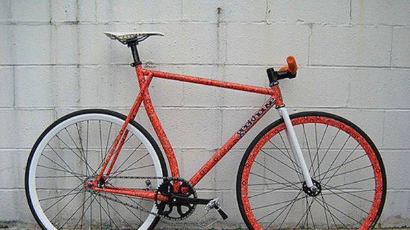 Русе се качва на колело