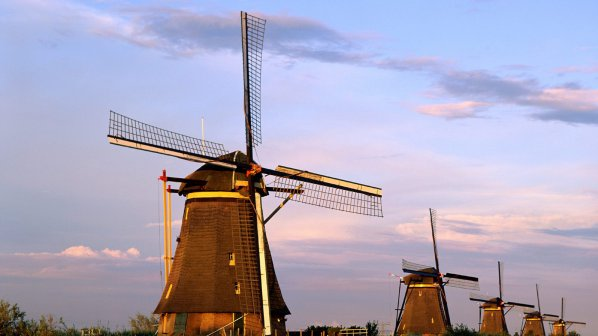 Българи точат социални помощи от Холандия