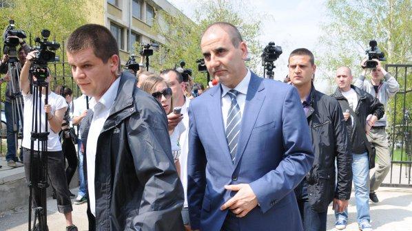 Цветанов след 5 ч. разпит: Няма да подам оставка! (видео+снимки)