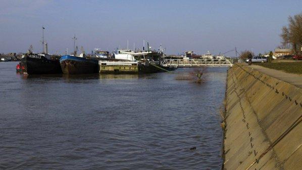 Нивото на Дунав край Силистра продължава да спада